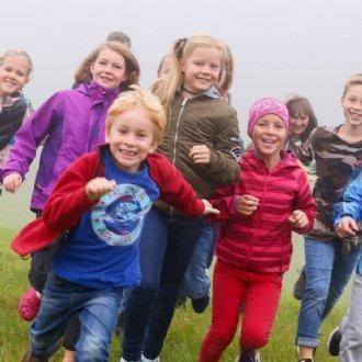 Die Hirtenkinder auf der Schwarzenbergalm zum Proben-Wochenende. © Robert Ratzer