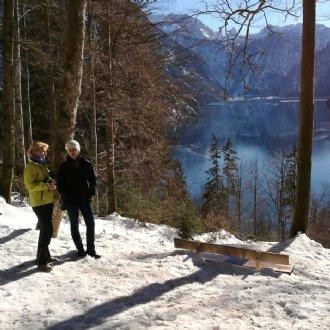 Skitag 2019: Die Nicht-Skifahrer Elisabeth Radauer und Irmgard Messin genießen den Spaziergang. © B. Dürr