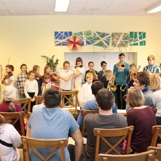 Hirtenkinder musizieren in der Lebenshilfe Viehhausen © Claudia Tomasini