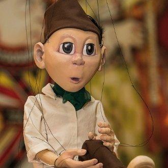 """Marionette """"Simmerl"""" - der Star im Werk """"Aus an b'sondern Holz"""" © Leo Hartinger"""