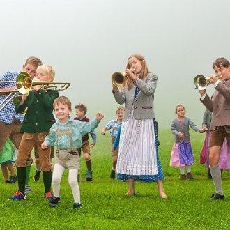 Neuigkeiten: Hirtenkinder auf der Schwarzbergalm. © Carina Ott