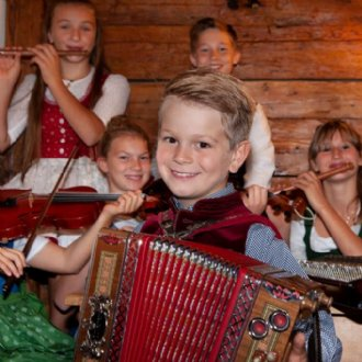 Neuigkeiten: Hirtenkinder beim Musizieren © Carina Ott