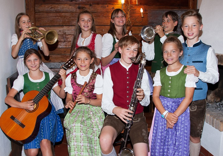 Neuigkeiten: Hirtenkinder beim Singen und Musizieren © Carina Ott